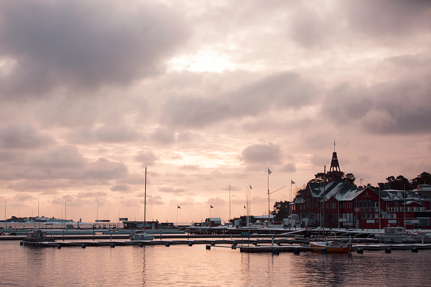 Hamnen i Sandhamn på vintern