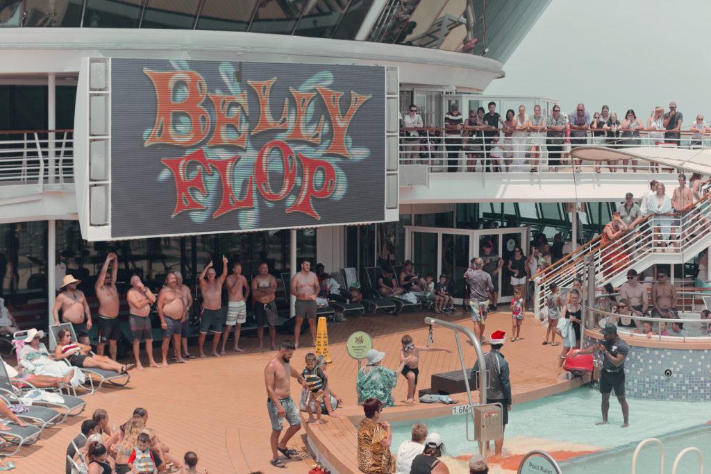 Den obligatoriska Belly Flop-tävlingen