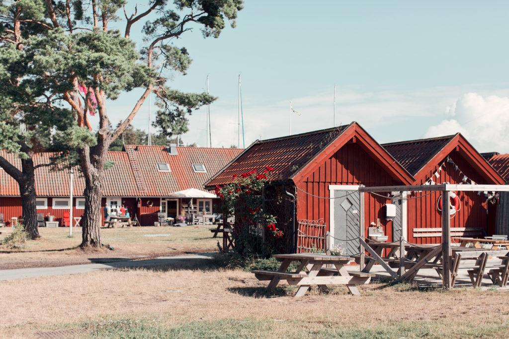 Utö Bakgård & hamnen vid Gruvbryggan